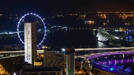 Time lapse of night scene at Marina Bay Singapore. Pan left Vídeos
