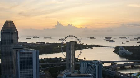 Time lapse of sunrise at Marina Bay Singapore. Pan right Vídeos