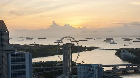 szingapúr : Time lapse of sunrise at Marina Bay Singapore. Zoom out