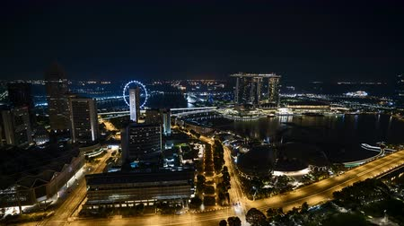 Time lapse of night scene at Singapore city. Tilt down Vídeos
