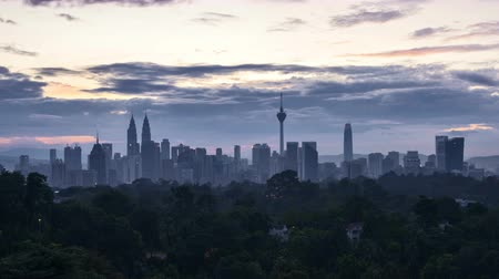 4k time lapse of clear sunrise from Kuala Lumpur city skyline. Vídeos