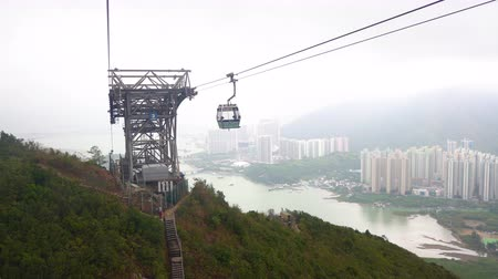 pingos de chuva : Ngong Ping 360 Hong Kong cable car at Lantau Island, a famous tourist spot. Stock Footage