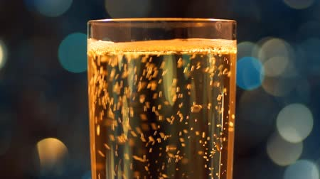 šampaňské : Glass with sparkling wine