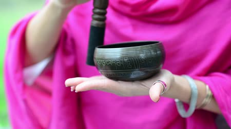 miska : Tibetan bell in hand and played