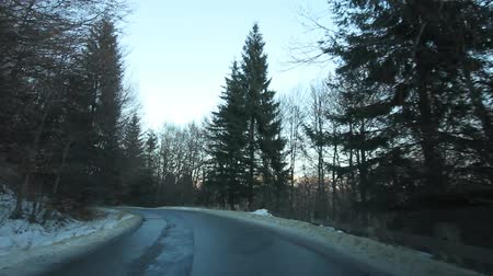 řídit : Mountain Forest Road In Winter, Sinaia, Romania Dostupné videozáznamy