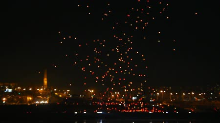 Японская культура : many Japanese Lantern flies over city at night