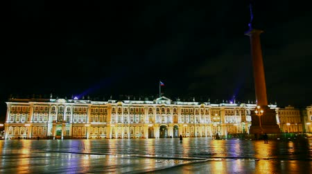 музей : The Hermitage - Winter Palace in St. Petersburg at night - timelapse