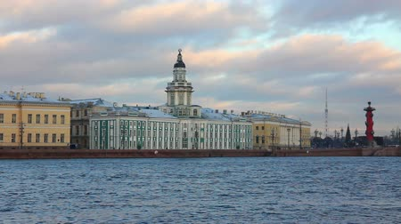 rzeka : panorama of Neva river in the historical center of Saint-Petersburg, Russia - timelapse
