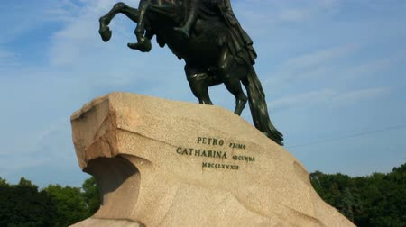 senate square : Peter 1 monument in Saint-petersburg, Russia Stock Footage