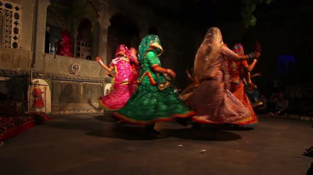 kumaş : Dances of India - view in Udaipur Rajasthan Stok Video