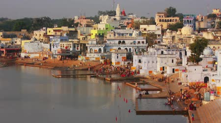 chrámy : ritual bathing in holy lake Pushkar India - timelapse