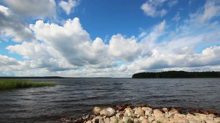 к северу : landscape with Vuoksa lake in Russia - timelapse clouds and realtime water Стоковые видеозаписи