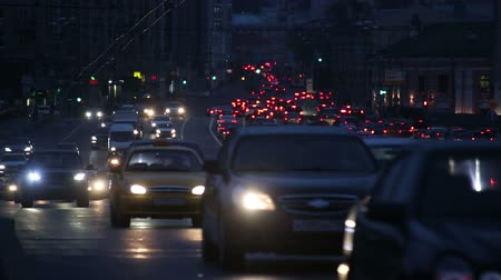zsúfolt : evening car traffic at rush hour in moscow