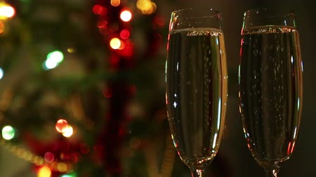 ünnepies : glasses with champagne against festive lights background
