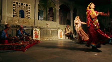 UDAIPUR, INDIA - NOVEMBER 24, 2012: Dances of Rajasthan - performance in Udaipur Stock Footage
