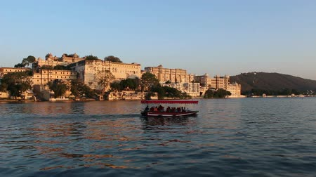 pichola : Pichola lake and palaces in Udaipur India at evening Stock Footage