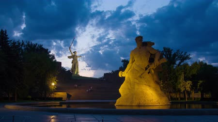 kard : Monuments Stay to Death and Motherland Calls in Mamaev Kurgan, Volgograd, Russia - evening timelapse 4k Stock mozgókép