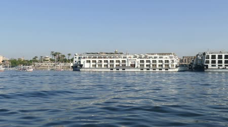 nil : LUXOR, EGYPT - DECEMBER 5, 2014: Tourist cruise ships on the Nile River in Luxor, Egypt