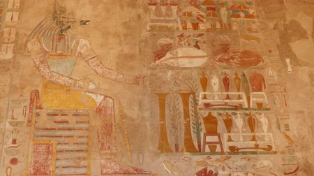 egyiptomi : ancient egypt color images on wall in luxor - tilt view 4k