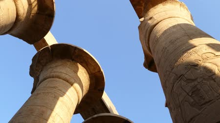egyiptom : top of columns in karnak temple with ancient egypt hieroglyphics - pan view 4k
