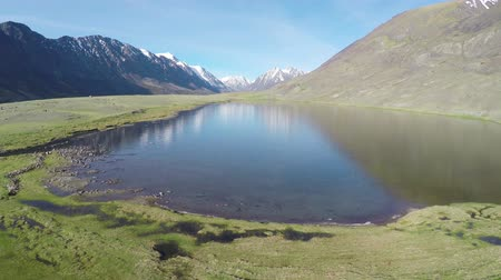 sobre o branco : flight over mountain lake in Altay, Russia Stock Footage
