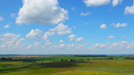 пейзаж : summer landscape with cloudy sky, view from hill, timelapse