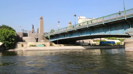 kahire : view of Cairo from boat sailing on Nile river Stok Video