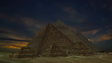 piramit : Timelapse with sunset clouds over great pyramids at Giza Cairo in Egypt