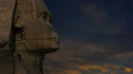 remek : Sphinx head and sunset clouds at Giza Cairo in Egypt, zoom in timelapse