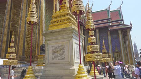 kaew : BANGKOK, THAILAND - FEBRUARY 28, 2016: Wat Phra Kaew, Temple of the Emerald Buddha in Grand Palace, tilt view Stock Footage