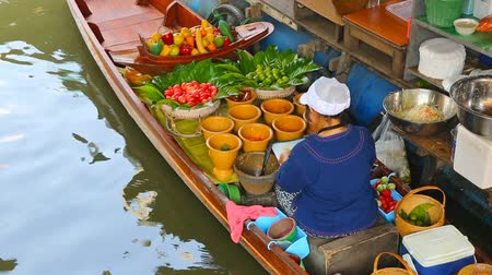 рынок : Cuisine on the boat - floating market in Bangkok, Thailand