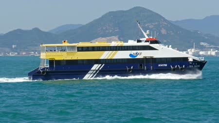 паром : HONG KONG, CHINA - FEBRUARY 08, 2016: High-speed ferry boat in the harbor of Hong Kong
