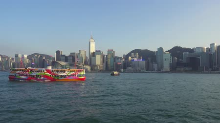 vista frontal : HONG KONG, CHINA - FEBRUARY 09, 2016: Moving on boat in Victoria Harbour in front of Hong Kong Central, 4k