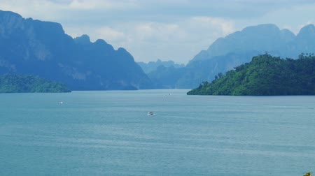 surat : Cheow Lan Lake, Khao Sok National Park in southern Thailand, zoom timelapse Stock Footage
