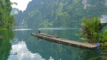 tutaj : Bamboo rafts on Cheow Lan lake, National Park Khao Sok, Thailand