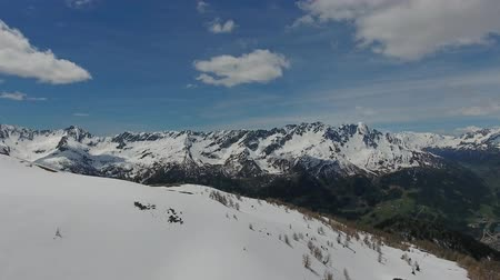švýcarský : Aerial panorama view on snow-capped mountains at spring, Switzerland alps, 4k