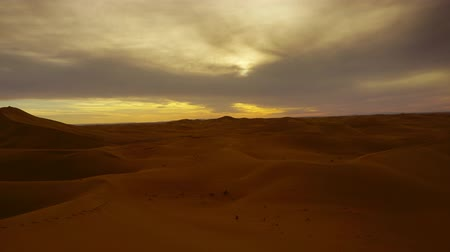 marokkó : Beatiful landscape in Sahara desert at sunset, zoom in timelapse 4k