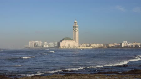 Hassan II mosque in Casablanca and Atlantic ocean waves at sunset, Morocco, 4k Wideo