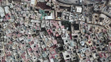 марокканский : Aerial view on the tannery leather manufacturing in old Medina in Fes, Morocco (Fes El Bali Medina), 4k