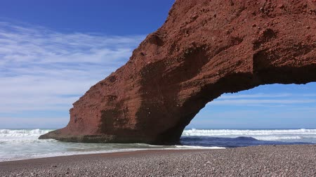 марокканский : Natural arch on Legzira beach, Atlantic coast in Morocco, Africa, 4k