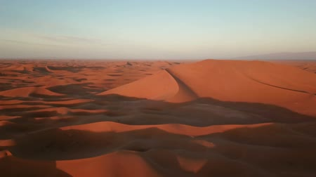 Намибия : Flying over sand dunes in Sahara desert at sunrise, Africa
