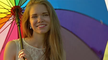 výrazy : Cute girl with a multicolored umbrella, 4k Dostupné videozáznamy