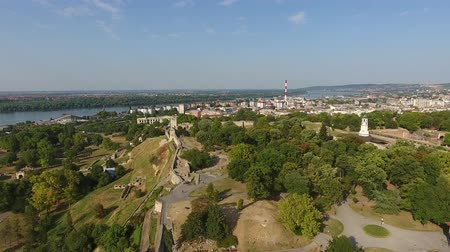 sérvia : Aerial view of Belgrade and Kalemegdan fortress in Serbia, 4k Vídeos
