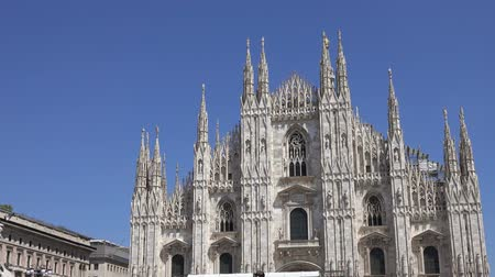 milaan : The Milan Cathedral (Duomo di Milano) and the monument to Victor Emanuel