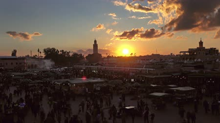 fas : Famous Jemaa el Fna square crowded at sunset, Marrakesh, Morocco, timelapse 4k Stok Video