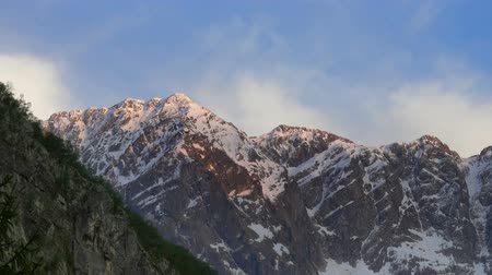 himalaya : Snowy mountain peaks in the sun, zoom in timelapse