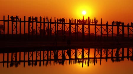 mianmar : Famous U-Bein Bridge at sunset on Taungthaman lake, Mandalay, Myanmar, zoom in timelapse 4k