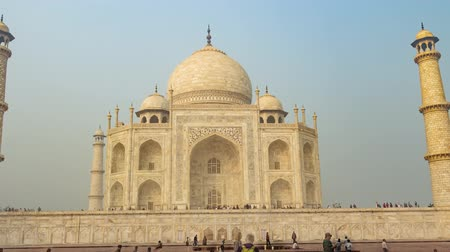hrobky : Famous mausoleum Taj Mahal in Agra, India, zoom in hyperlapse 4k