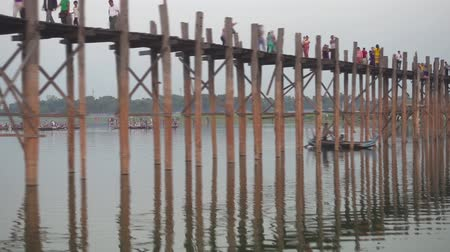 mianmar : MANDALAY, MYANMAR - CIRCA JAN 2016: Famous U-Bein bridge on Taungthaman lake, timelapse 4k Stock Footage