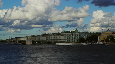 ermita : Bridge and Winter Palace - Hermitage Museum, zoom in timelapse 4k